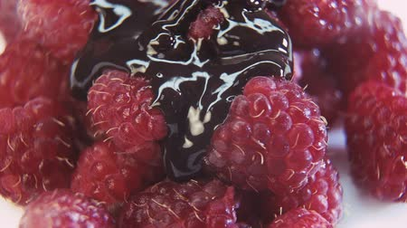 aparat : Macro plan of raspberries with pouring chocolate Wideo