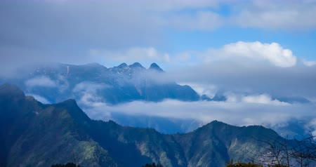 крайняя местности : Timelaspe shot of Cloud waterfall in Western Sichuan,Sichuan,China