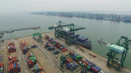 estaleiro : Tianjin, China - July 4, 2017: Aerial View of Harbor with cargo containers,Tianjin,China. Stock Footage