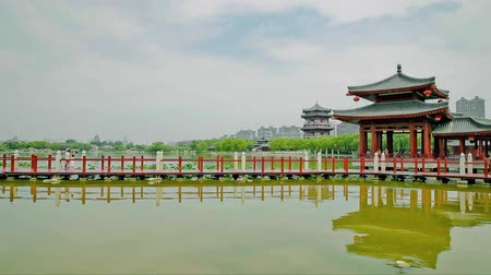 пагода : Lake in chinese park, xian, shaanxi, China Стоковые видеозаписи