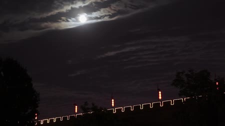 spletitý : Timelapse Clouds moving past a full moon in the night sky and Xian city wall, xian, shaanxi, China