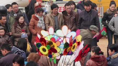 festividades : TONGCHUAN CHINA-Feb 26 2012: Crowd at God of Medicines Temple fair during chinese spring festival,