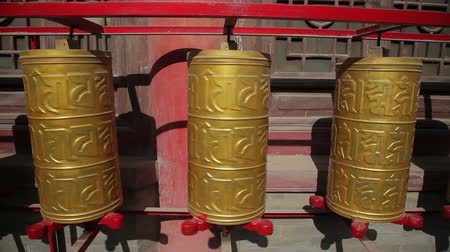 hacı : golden prayer wheels in temple,China Stok Video