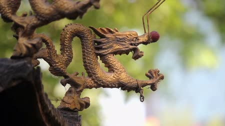 медь : View of dragon sculpture in censer,China.
