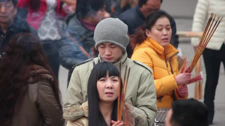 homenaje : XIAN, CHINA - FEB 14, 2014: Crowded tourists praying for wealth and health in Puji temple.,China.