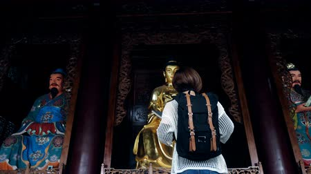 Woman tourist in a temple,Xian,China. Wideo