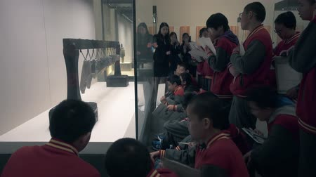 rehberlik : BEIJING, China, APRIL 12, 2016. schoolchild visit National Museum of China
