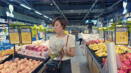 для продажи : Xian, Shaanxi, China, JUNE 13, 2019. Woman shopping in a supermarket Стоковые видеозаписи