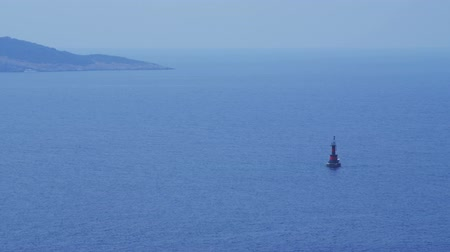 takımadalar : Small red beacon in front Cavtat town. Location is in Adriatic sea, Croatia Stok Video