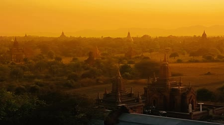 mianmar : Sunset in Bagan, Myanmar. Irrawaddy River in the distance.