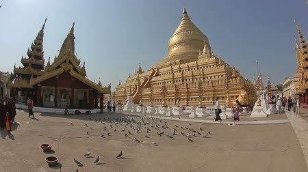 nyaung u : NZAUNG-U, MYANMAR - FEBRUARY 22: Tourist sightseeing at The Shwezigon Pagoda a famous Buddhist temple on February 22, 2012 in Nyaung-U, Myanmar. Shwezigon was built A.D 1076.