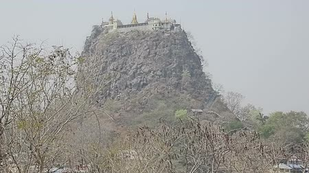 paya : Popa Taungkalat monastery atop an outcrop of Mount Popa volcano, Myanmar. Stock Footage