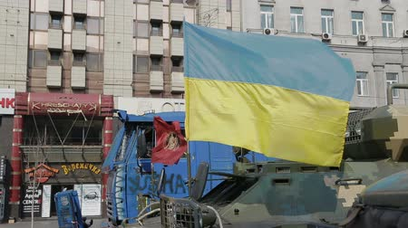 Украина : KIEV, UKRAINE - MARCH 22, 2014: Police and military transporter truck still stand at Maidan square with a Ukraine flag on it.