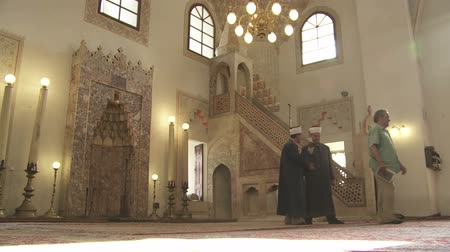 bascarsija : SARAJEVO, BOSNIA AND HERZEGOVINA - FEBRUARY 14, 2013: Two imams talking inside of Gazi Husrev Beg mosque. Stock Footage