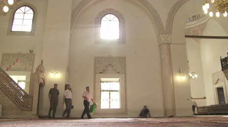 bascarsija : SARAJEVO, BOSNIA AND HERZEGOVINA - FEBRUARY 14, 2013: View to the interior and decorations inside of Gazi Husrev Beg mosque. Stock Footage