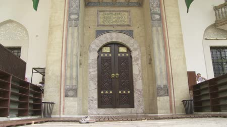 bascarsija : SARAJEVO, BOSNIA AND HERZEGOVINA - FEBRUARY 14, 2013: Entrance to the Gazi Husrev Beg mosque.