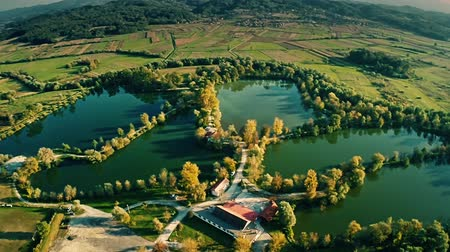 cultivar : Rearrangement of the industrial environment. Excavation of clay turned into a fish farming and lakes. A popular picnic place in Bedekovcina in Zagorje. Vídeos