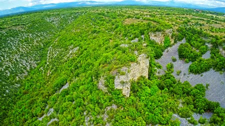 оставаться : Copter aerial view of the Bogocin cliff with the ruins of the medieval fortress, located on the left bank of the Krka River.
