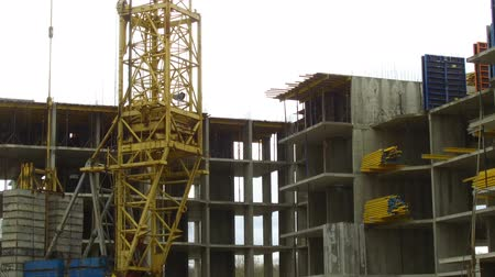 housing problems : Building of the new high house by the crane