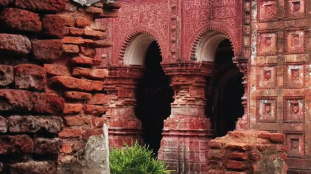 tesouro : Exterior of the beautiful Pancharatna Govinda Hindu temple in Puthia, Bangladesh.