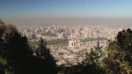 Чили : View to the Santiago city from the San Cristobal hill in Santiago, Chile.