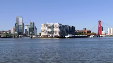 голландский : Rotterdam, Netherlands June 02, 2013: View to the Mass river and the city in Rotterdam, Netherlands. Стоковые видеозаписи