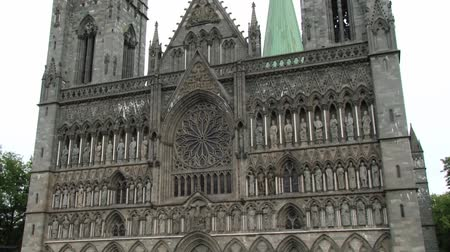nidarosdomen : Trondheim, Norway June 27, 2013: Exterior of the facade of the Nidaros cathedral in Trondheim, Norway. Stock Footage