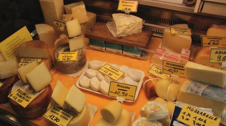 sýr : MODENA, ITALY - MAY 15, 2013: View to the cheese stall in Modena, Italy.