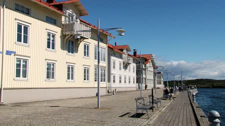 takımadalar : Smogen, Sweden - June 29, 2013: View to the buildings at the sea side street in the town of Smogen, Sweden.