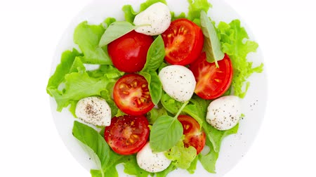 roket : Caprese salad rotate zoom out motion Stok Video
