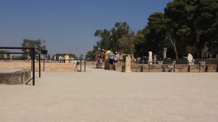 archeologický : People on ruins of ancient Carthage in Tunisia. Carthage is a major urban centre that has existed for nearly 3