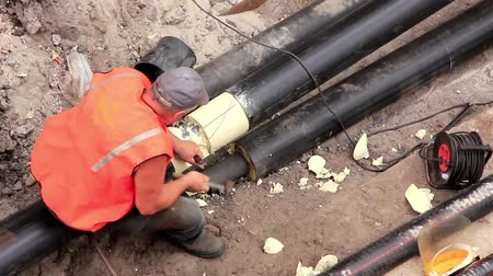 yalıtımlı : Workers in pipeline trench reconstruct hot water supply system by new technology