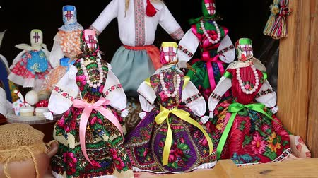 scalloping : UKRAINE, KIEV, AUGUST 14, 2016: Colorful dolls of Ukrainian women in traditional clothes in souvenir shop Stock Footage