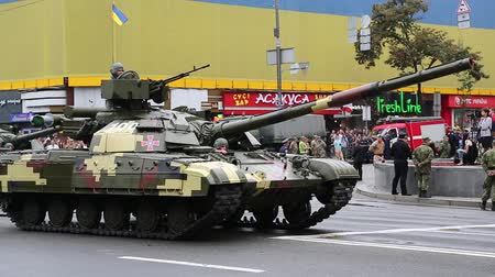 harcias : UKRAINE, KIEV, AUGUST 24, 2016: Ceremonial parade at Kiev main street - Khreshchatyk,dedicated to 25th anniversary of Ukraines independence. Soldiers in military uniform. Servicemen at military parade