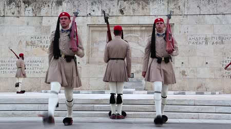 síremlék : GREECE, ATHENS, JUNE 7, 2013: Greek national guards (Evzones) in front of the Tomb of the Unknown Soldier near building of Parliament. Changing of the Guard, Athens, Greece, June 7, 2013