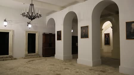 посылка : UKRAINE, ZBARAZH, MARCH 25, 2017: Hall inside Zbarazh Castle, 1631, is a fortified defense stronghold, built during the times of the Polish-Lithuanian commonwealth, located in the historic region of Galicia