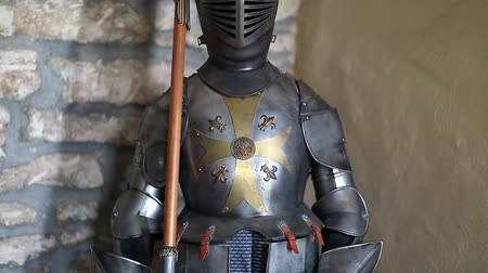предъявитель : Knight armours with spear