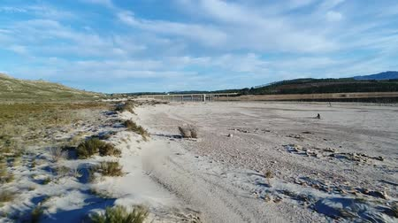 sucho : Aerial footage over a very dry and empty Theewaterskloof dam in the Western Cape of South Africa during the worse drought in a 100 years Dostupné videozáznamy
