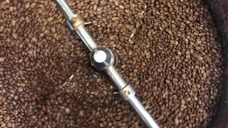 aromatik : Close up video footage of freshly roasted coffee beans rotating to cool Stok Video