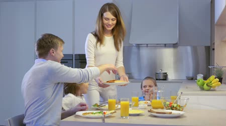 lánya : Parents and children in kitchen