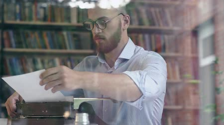 poeta : Attractive writer at work Stock Footage