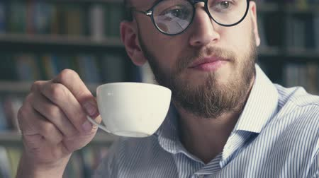 poeta : Young attractive writer drinking coffee