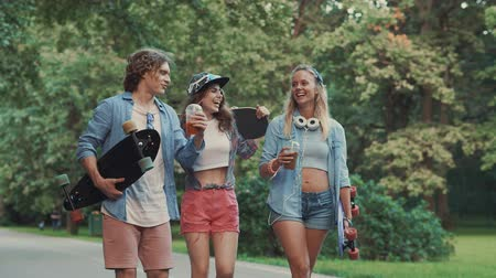 longboard : Young happy people on vacation