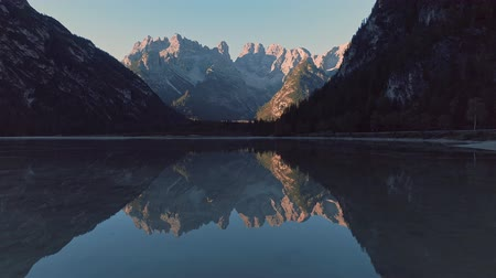 dolomitok : Beautiful lake in the mountains outdoors
