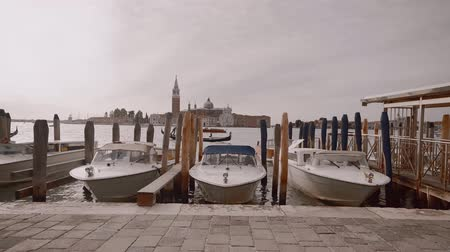 Мария : Boats and gondolas in Venice outdoors Стоковые видеозаписи