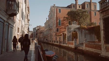venezia : People on a Venetian canal in Italy Stock Footage