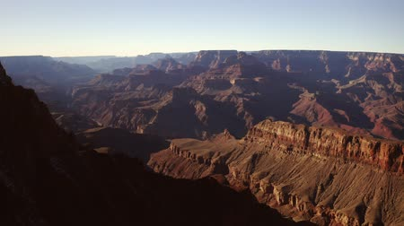 峡谷 : Grand Canyon on a sunny day view from above