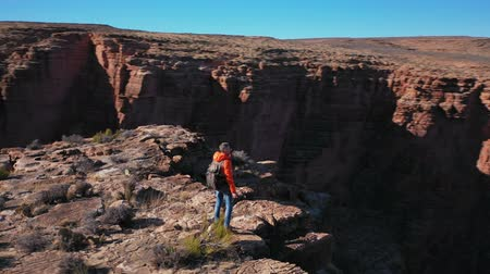 national park : Young photographer with a camera in the Grand Canyon