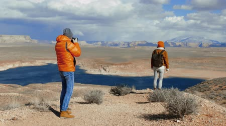 sesion de fotos : A photographer taking photos in the desert in Arizona