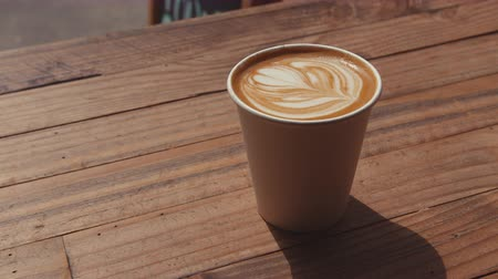 núpcias : A cup of cappuccino on a wooden table close-up Stock Footage